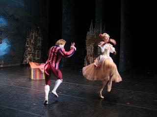 """Фрагмент из балета """"Золушка"""", Геннадий Баталов в роли Министра танцев."""
